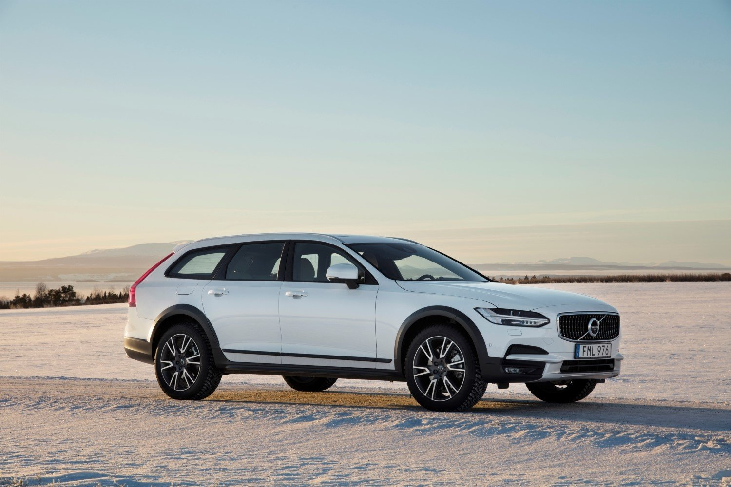 2019 Volvo V90 Cross Country Wagon Specs, Review, and ...