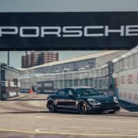 Porsche Taycan pre orders got above 30.000