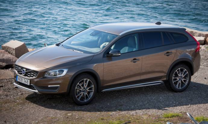 2018 Volvo V60 Cross Country Wagon
