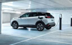 Peugeot 3008 PHEV has 300 HP and 36 miles of electric range