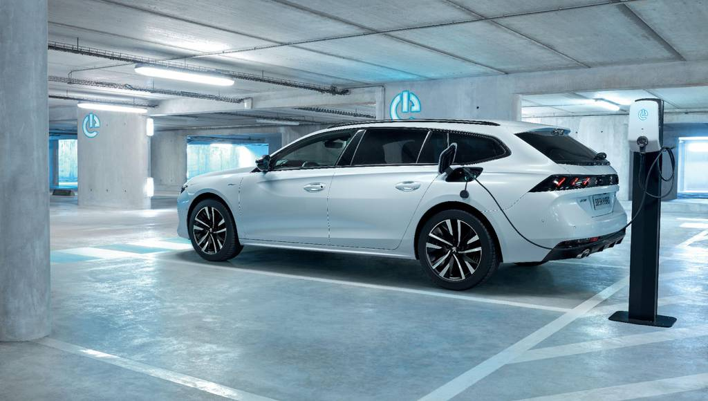 Peugeot 508 Hybrid and 508 SW Hybrid unveiled