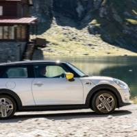 The new Mini Cooper SE starts its career on the best road in the world