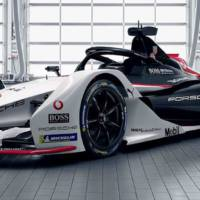 This is the new Porsche 99X Electric racer which will compete in 2019-2020 Formule E season