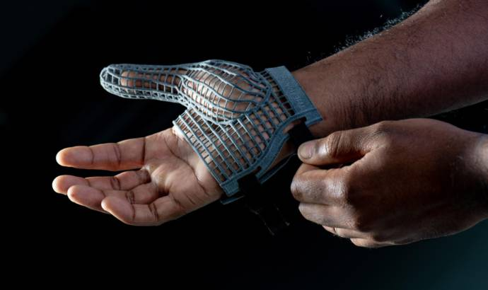 Jaguar creates 3D-printed gloves for its employees