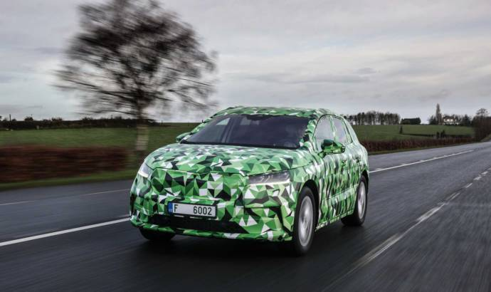 Skoda Enyaq iV: first pictures with the prototype of the upcoming electric SUV